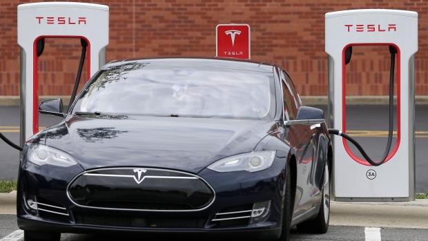 elektromobil Tesla